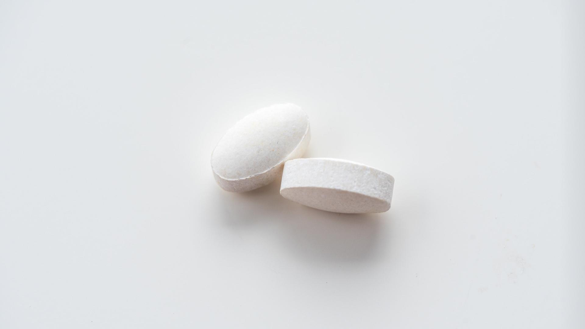 2 white capsules
